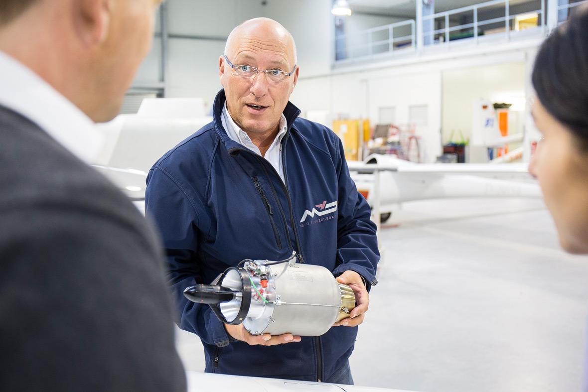 HighTech vom Feinsten – Tim Markwald präsentiert den Jet-Antrieb.